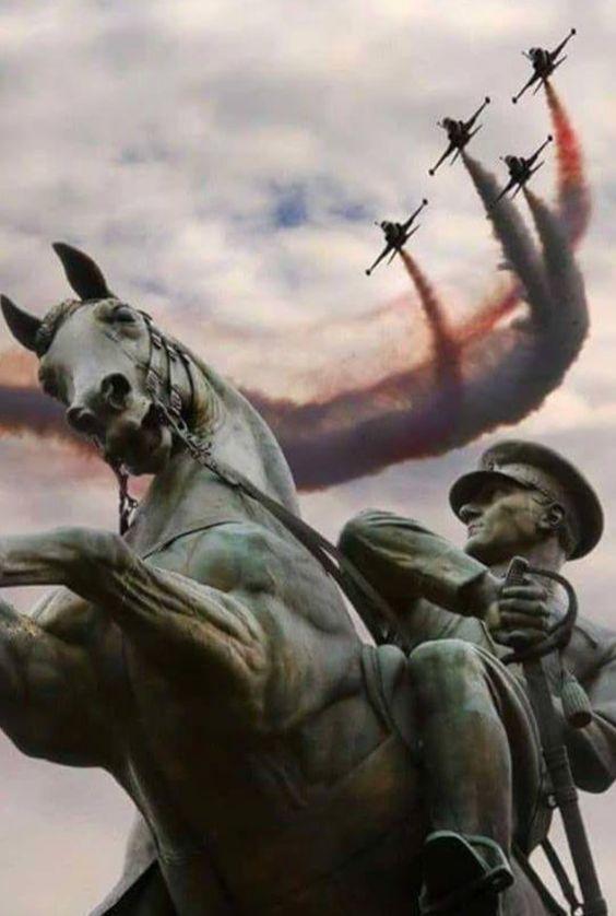 atatürk at heykeli türk yıldızları ile