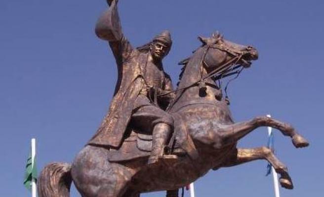 kayseri atlı dadaloğlu heykeli