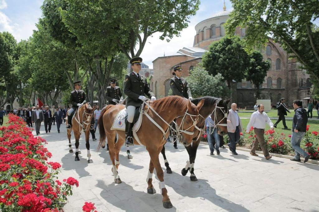 topkapı sarayı atlı askerler